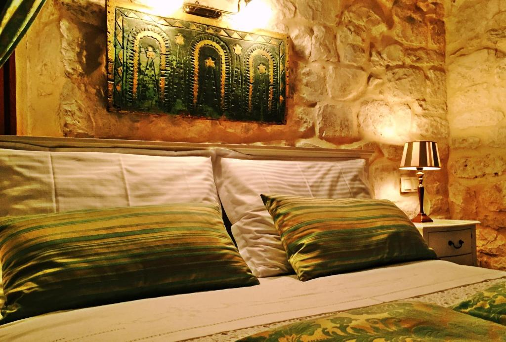 A bed or beds in a room at Dimora Picco Bello