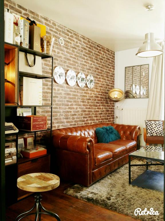 A seating area at Les Appartements de Champagne