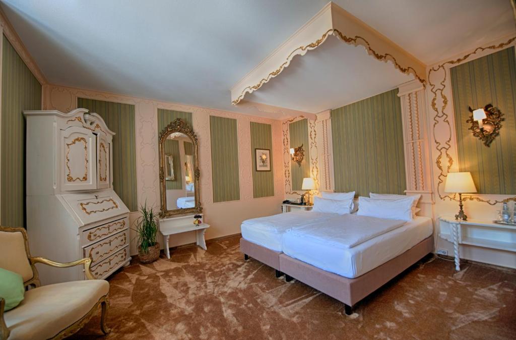 Ein Bett oder Betten in einem Zimmer der Unterkunft Hotel Stadtpalais