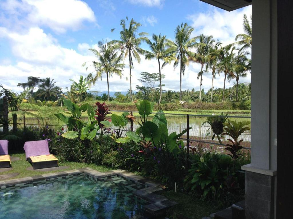 A view of the pool at Villa Kemuning or nearby