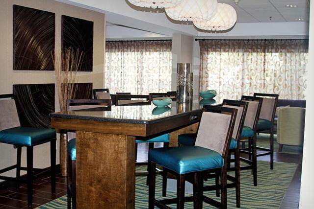 A restaurant or other place to eat at Hampton Inn Tampa-Rocky Point