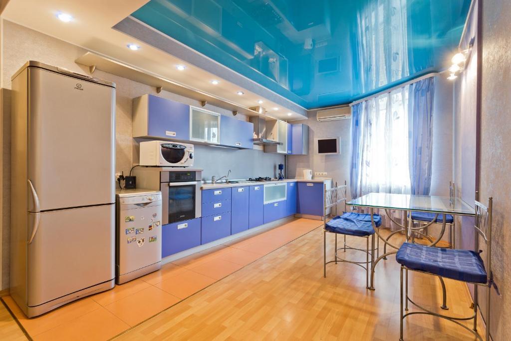Кухня или мини-кухня в Apartamets at Gorkogo 50