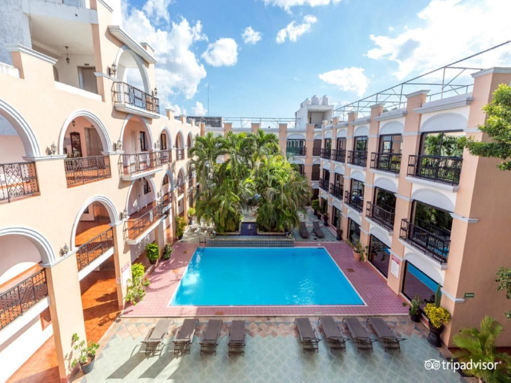 A view of the pool at Hotel Doralba Inn or nearby