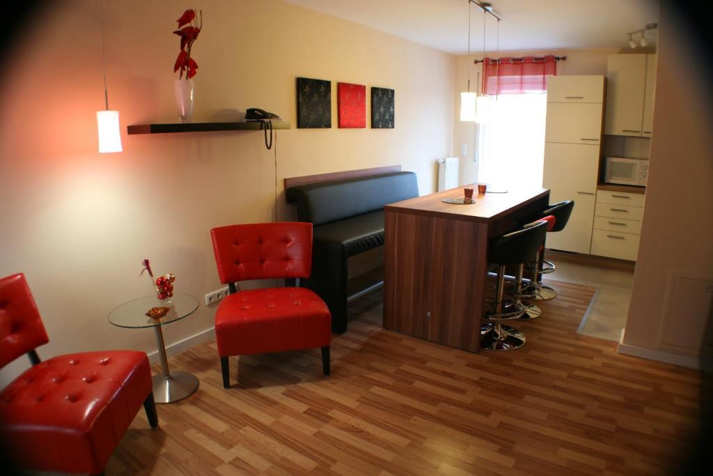 Ein Sitzbereich in der Unterkunft Ferienwohnung Weinberg
