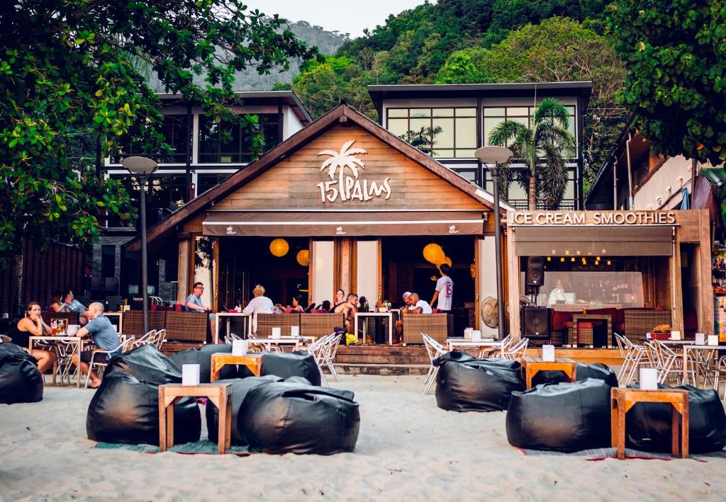 A restaurant or other place to eat at 15 Palms Beach Resort