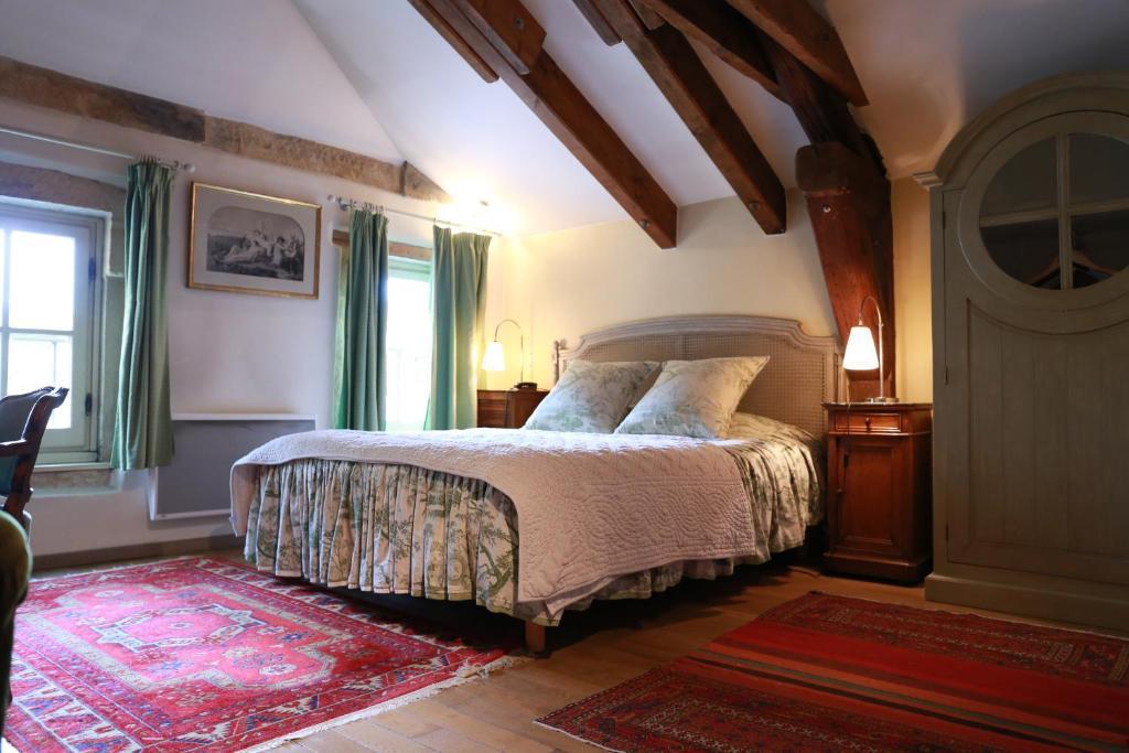 A bed or beds in a room at Hôtel de la Cathédrale Metz
