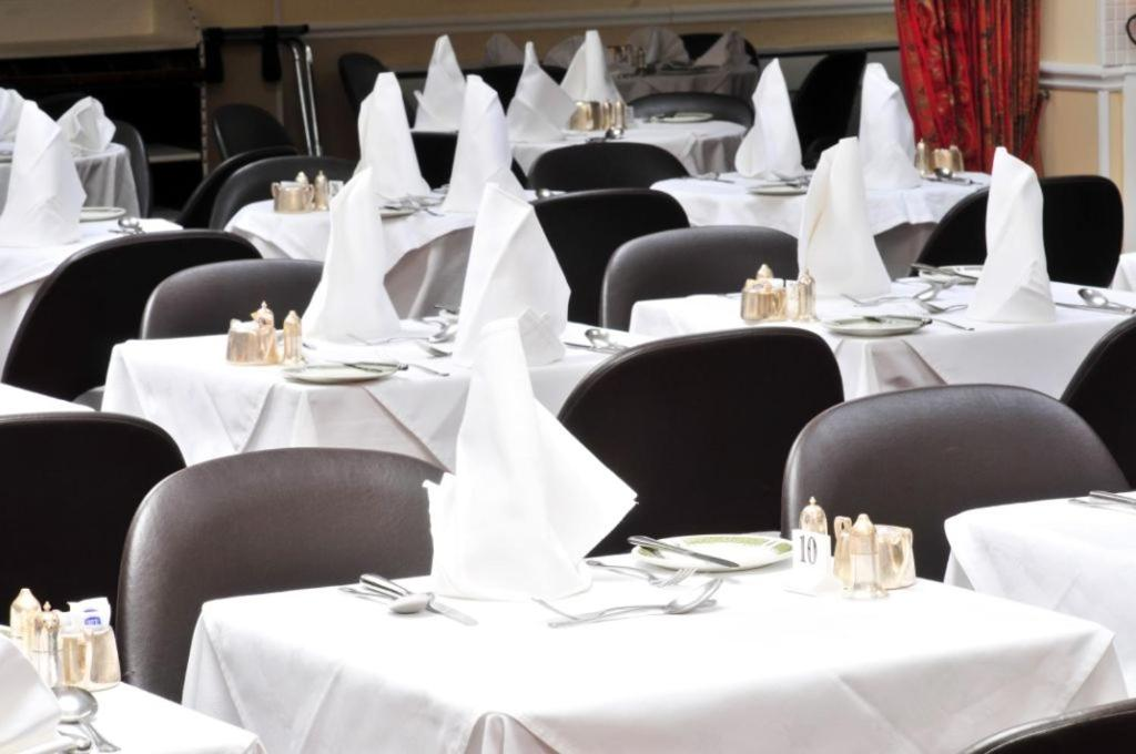 A restaurant or other place to eat at Stafford Hotel