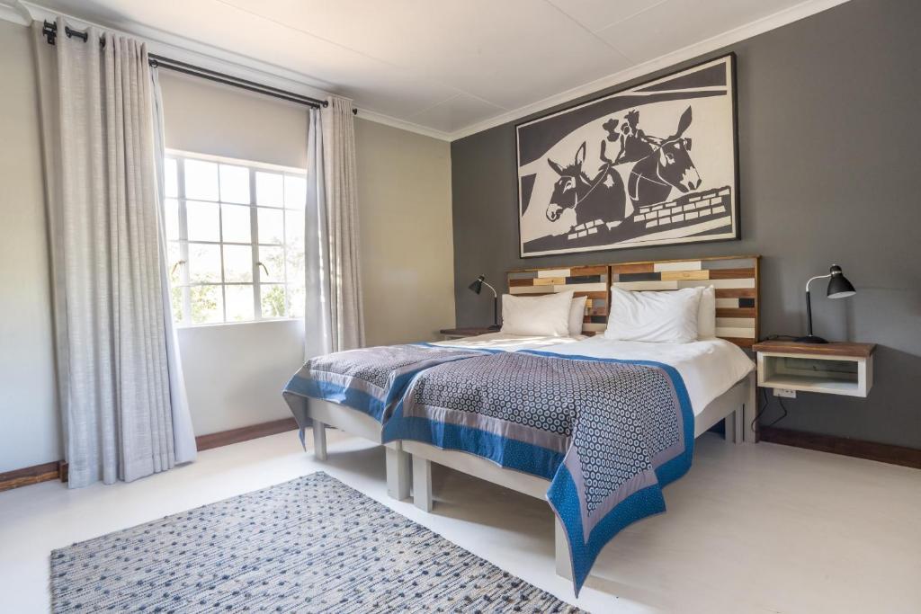 Un ou plusieurs lits dans un hébergement de l'établissement Gondwana Damara Mopane Lodge