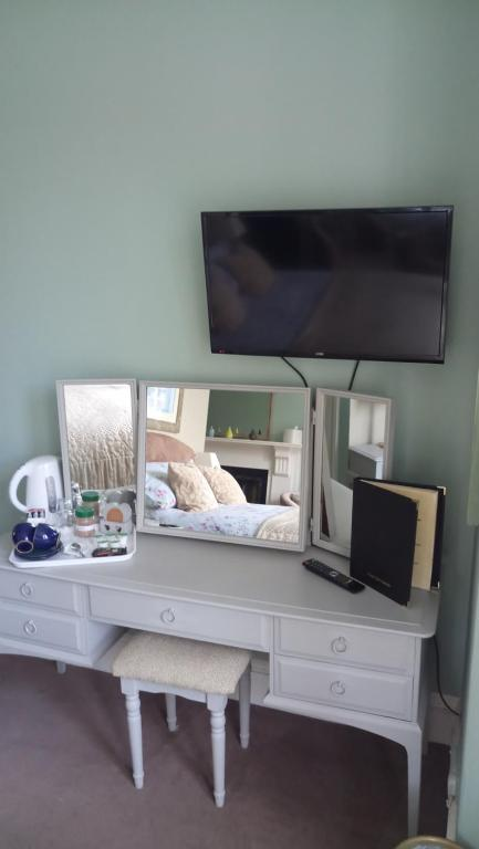 A television and/or entertainment center at Warwick Lodge