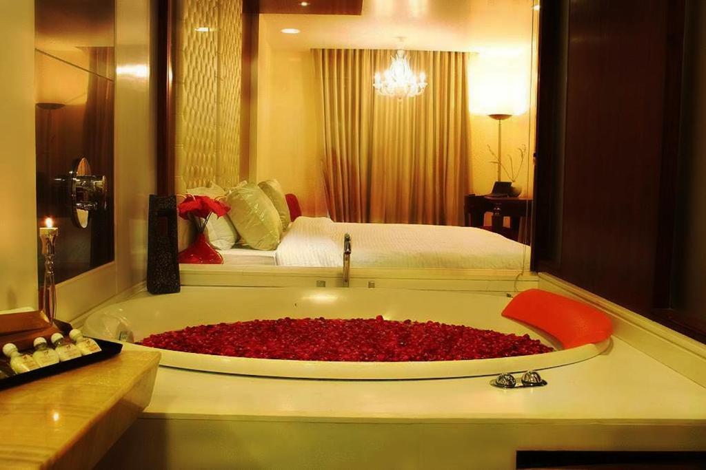 A bathroom at Hotel Aura