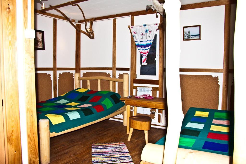 Двухъярусная кровать или двухъярусные кровати в номере База отдыха Заимка Рыбная
