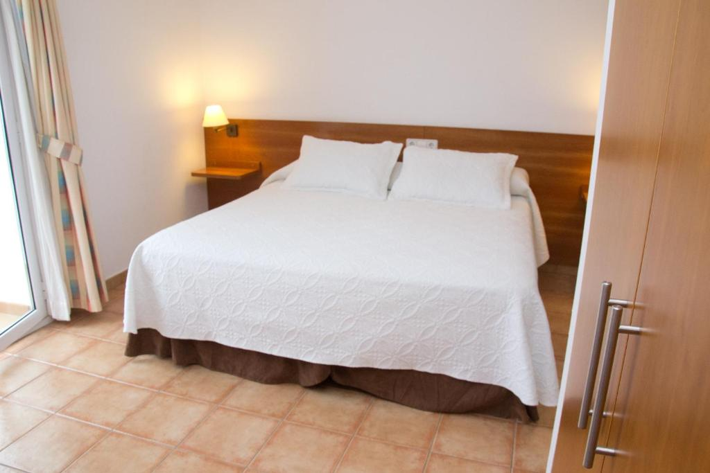 A bed or beds in a room at Vehí