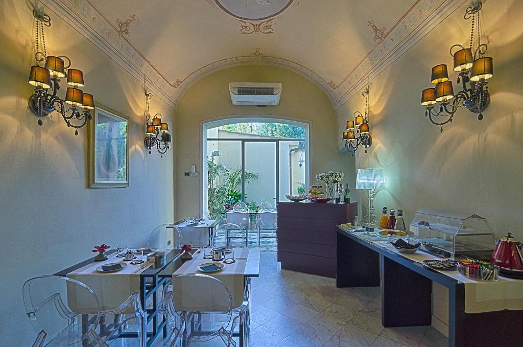 A restaurant or other place to eat at Hotel Novecento