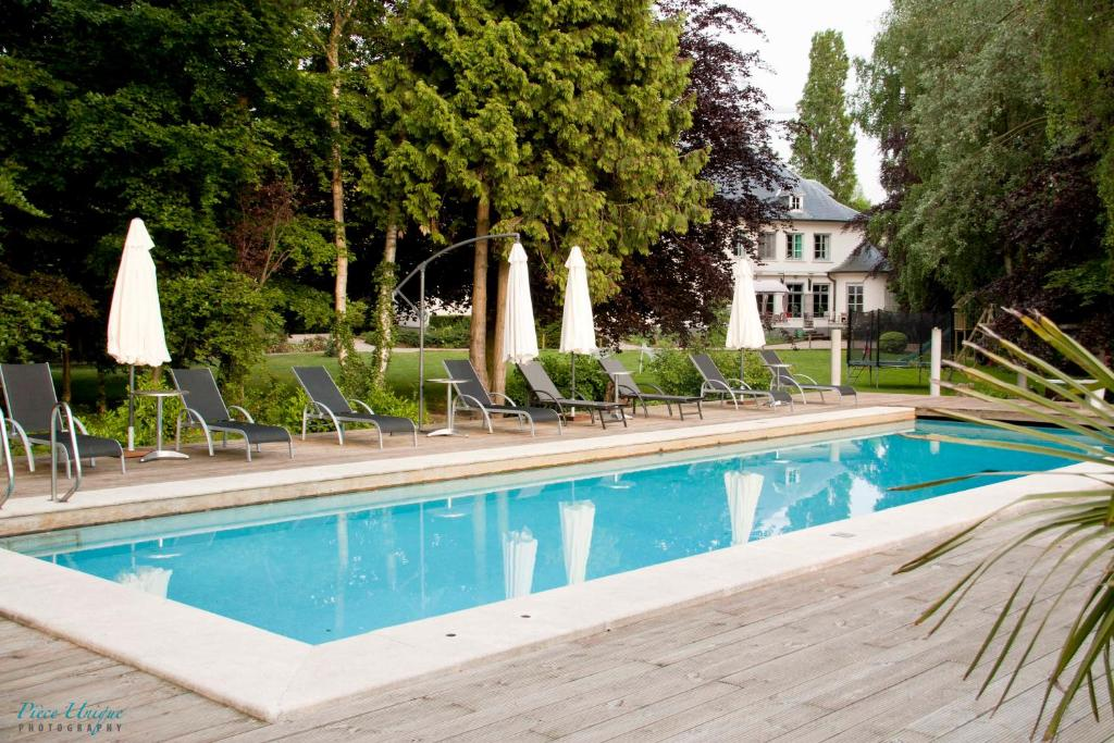 Het zwembad bij of vlak bij Hotel Fleur de Lys