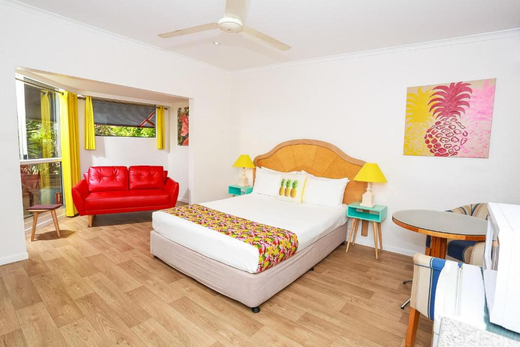 A bed or beds in a room at Port Douglas Motel