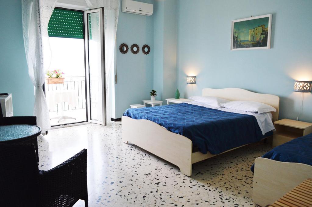 A bed or beds in a room at B&B Fronte Del Mare