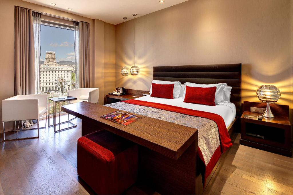 A bed or beds in a room at Olivia Plaza Hotel