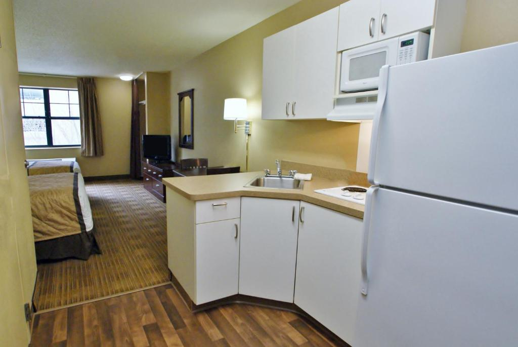 A room at the Extended Stay America - Palm Springs - Airport.