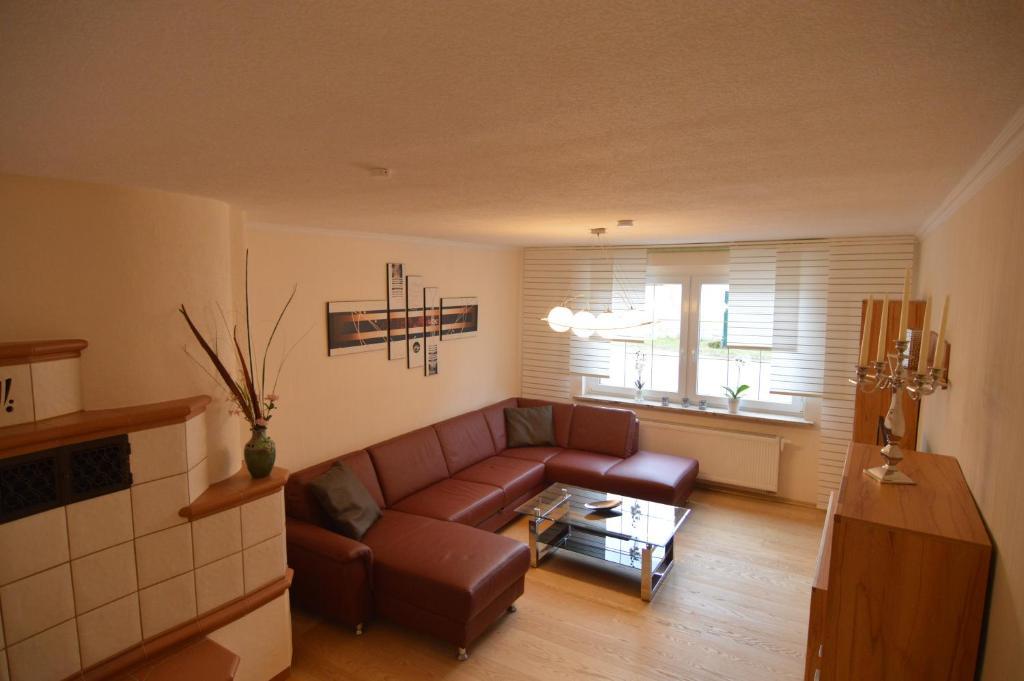 Ein Sitzbereich in der Unterkunft Gästehaus Fährmann