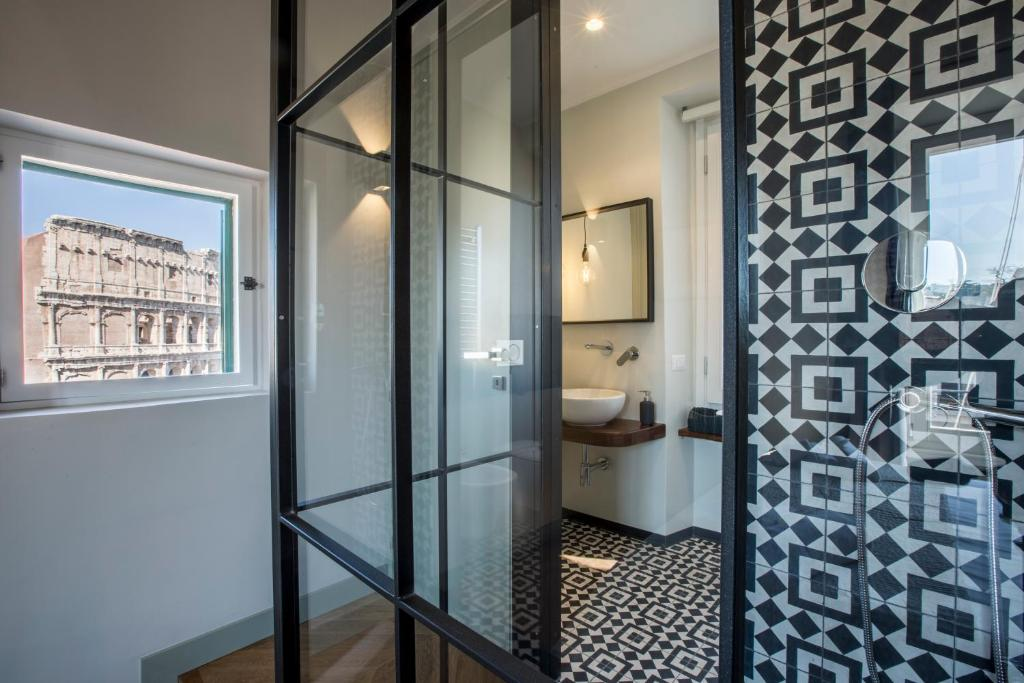 A bathroom at EVE Penthouse Colosseo
