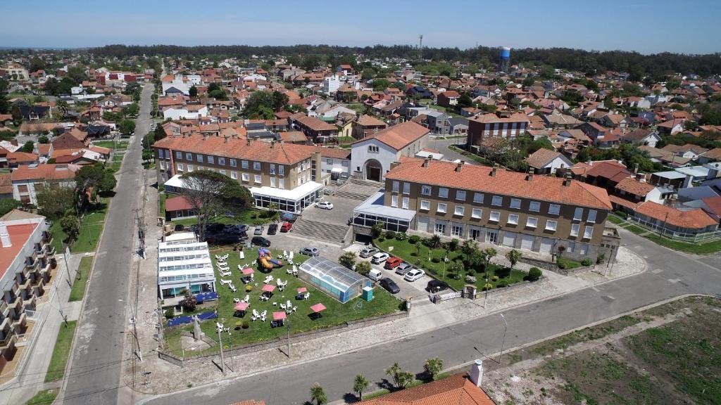 Una vista aérea de Grand Hotel Santa Teresita