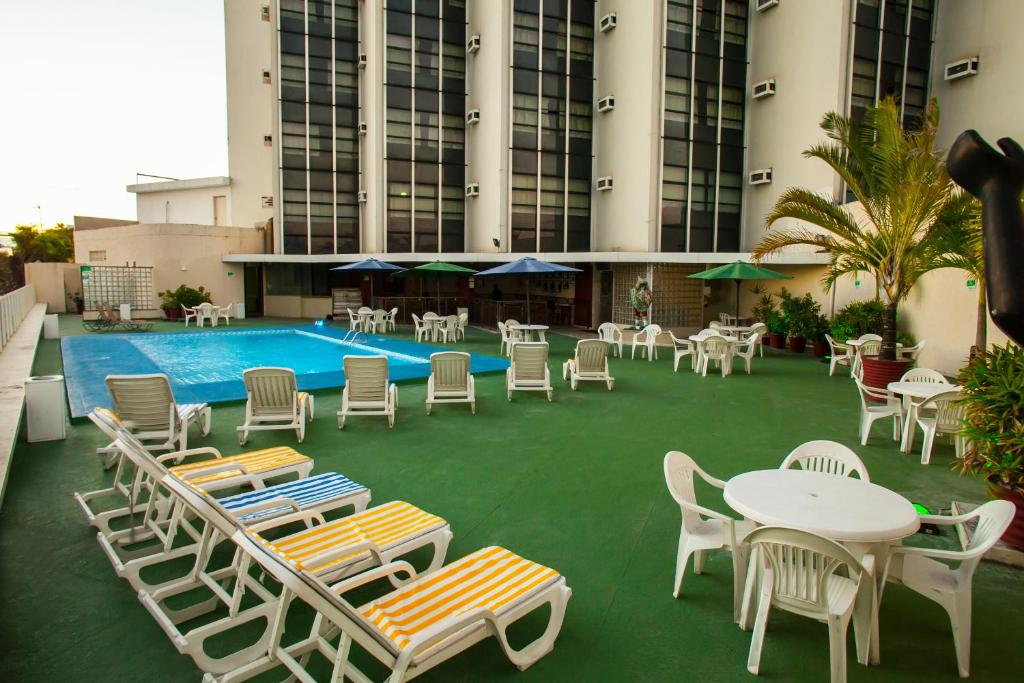 The swimming pool at or close to Recife Praia Hotel