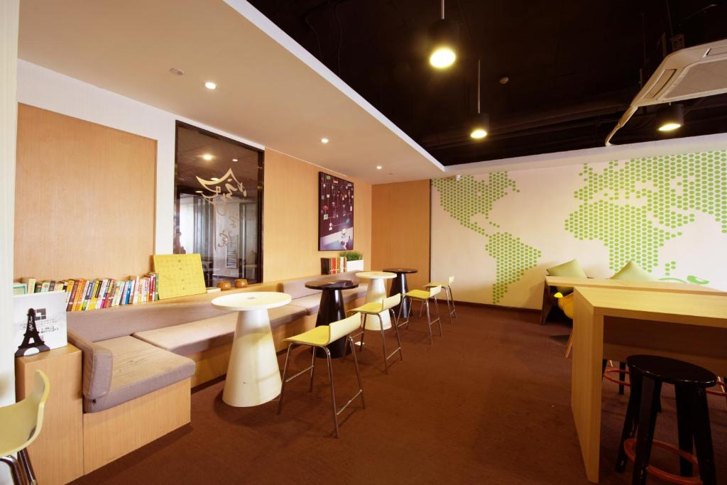 IU Hotel Zhengzhou Xinzheng Yasi College