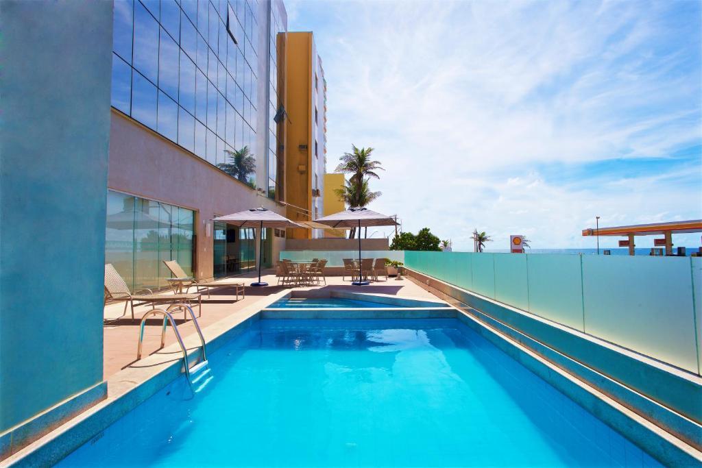A piscina localizada em Marano Hotel ou nos arredores