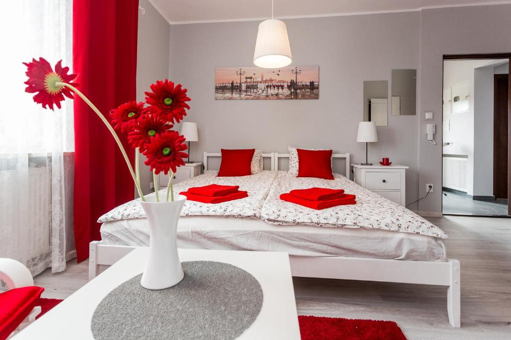 A bed or beds in a room at Grey House
