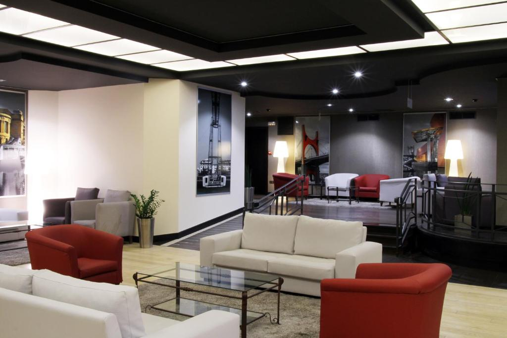 The lounge or bar area at Hotel Conde Duque Bilbao
