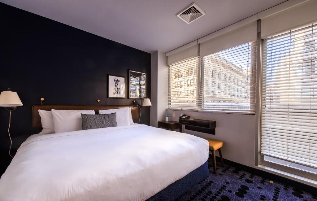 A bed or beds in a room at U Hotel Fifth Avenue