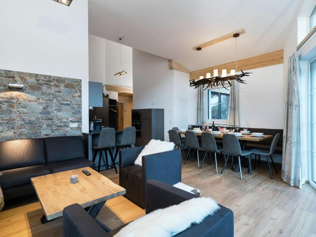 A restaurant or other place to eat at Apartment Penthouse An Der Piste 5 Alpendorf