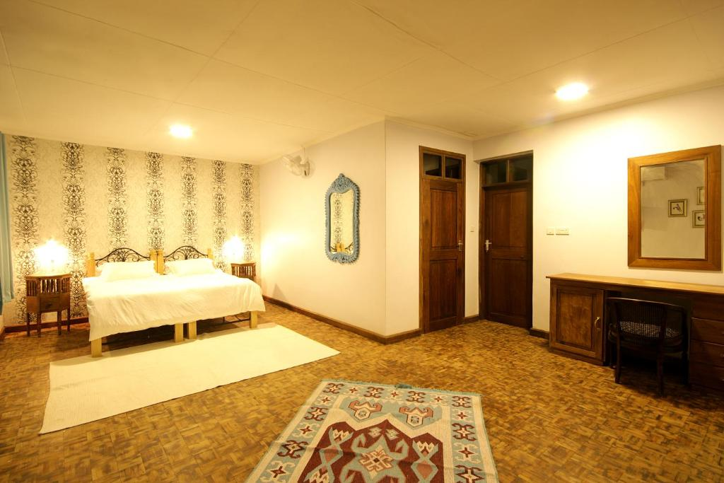A bed or beds in a room at Boulevard Inn Mt Meru