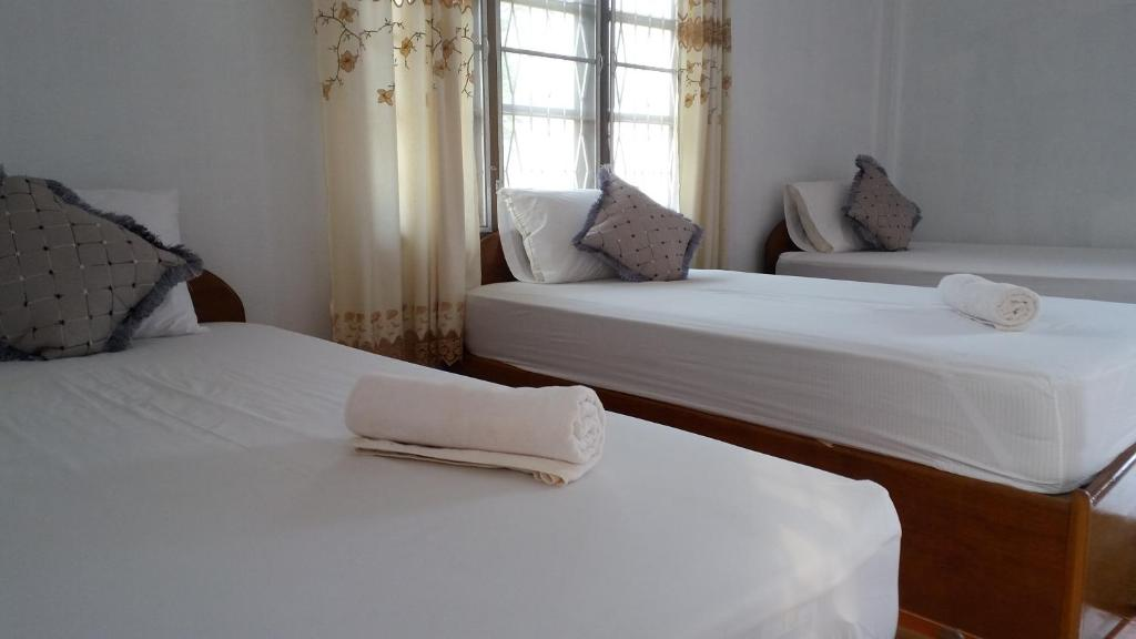 A bed or beds in a room at Sanhak Guesthouse 1