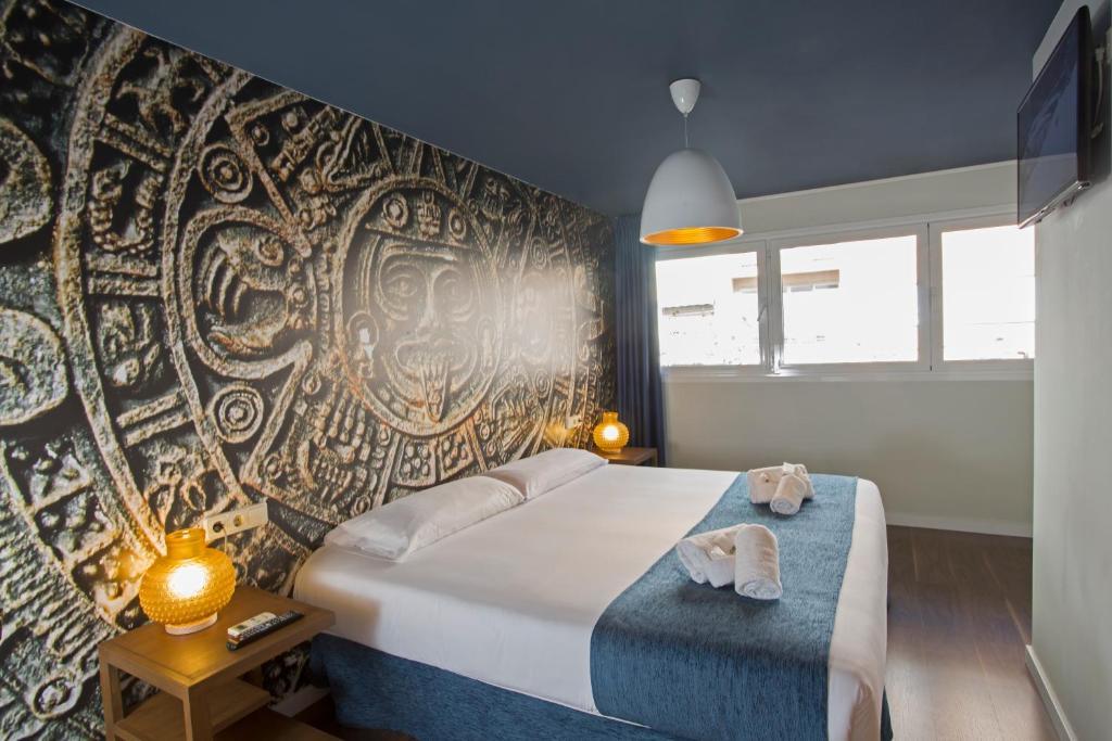 A bed or beds in a room at Casual Civilizaciones Valencia