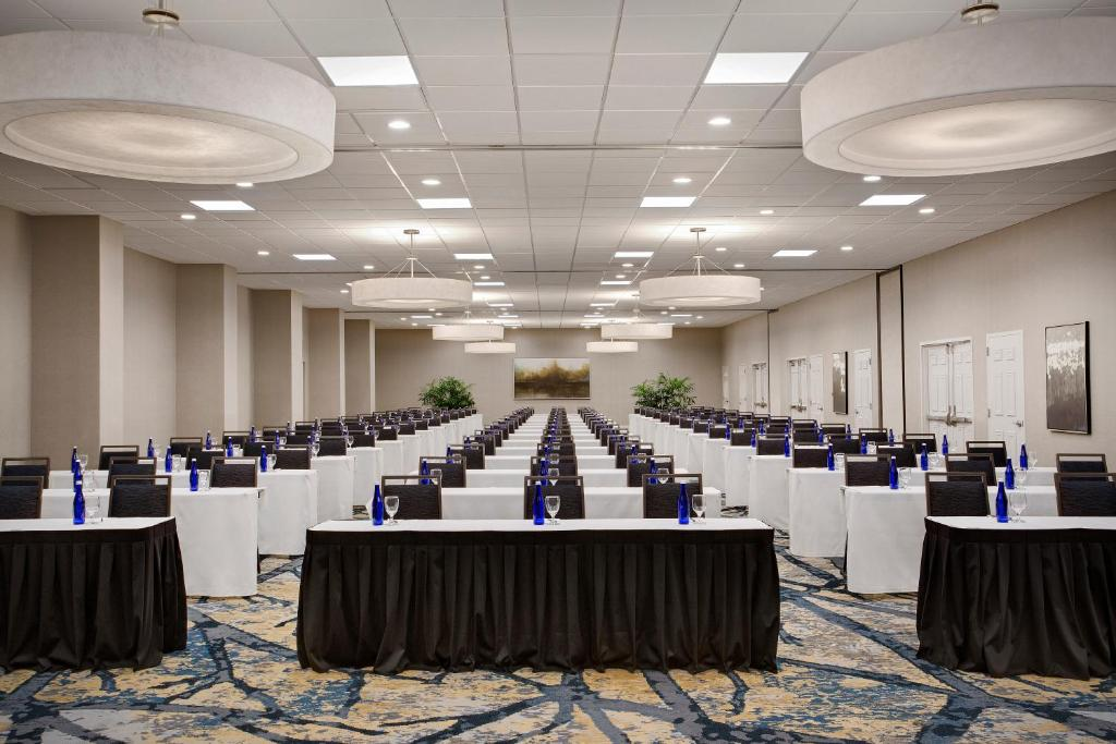 Embassy Suites Orlando-International Drive South/Convention - Laterooms