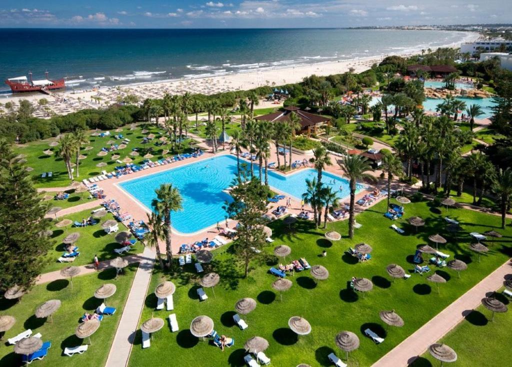 Uitzicht op het zwembad bij Sahara Beach Aquapark Resort of in de buurt