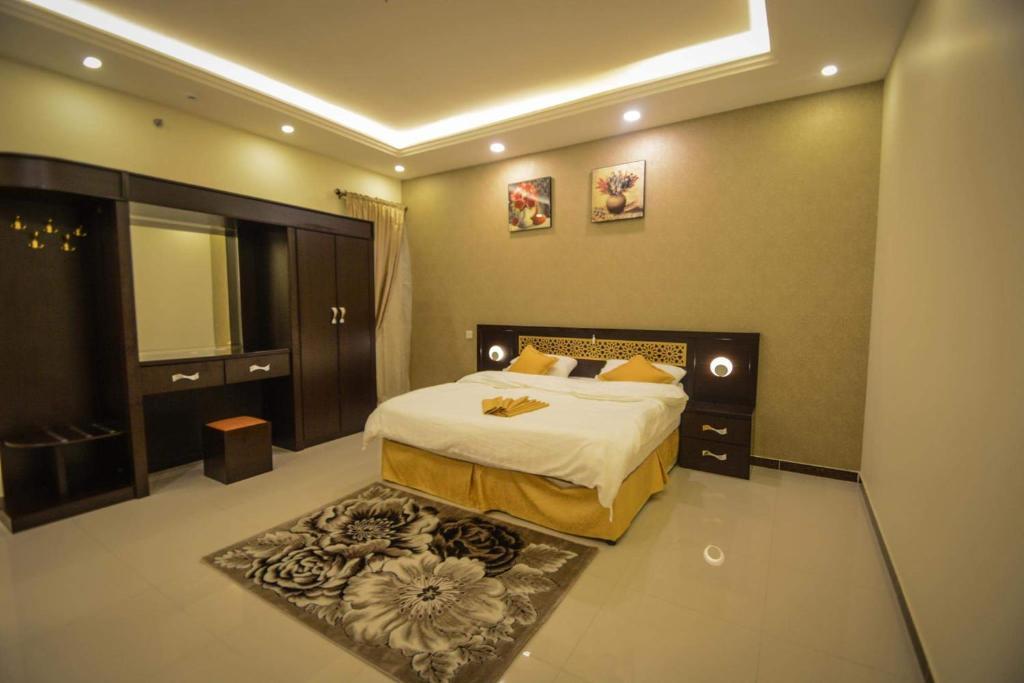Cama ou camas em um quarto em Rekaz Aparthotel