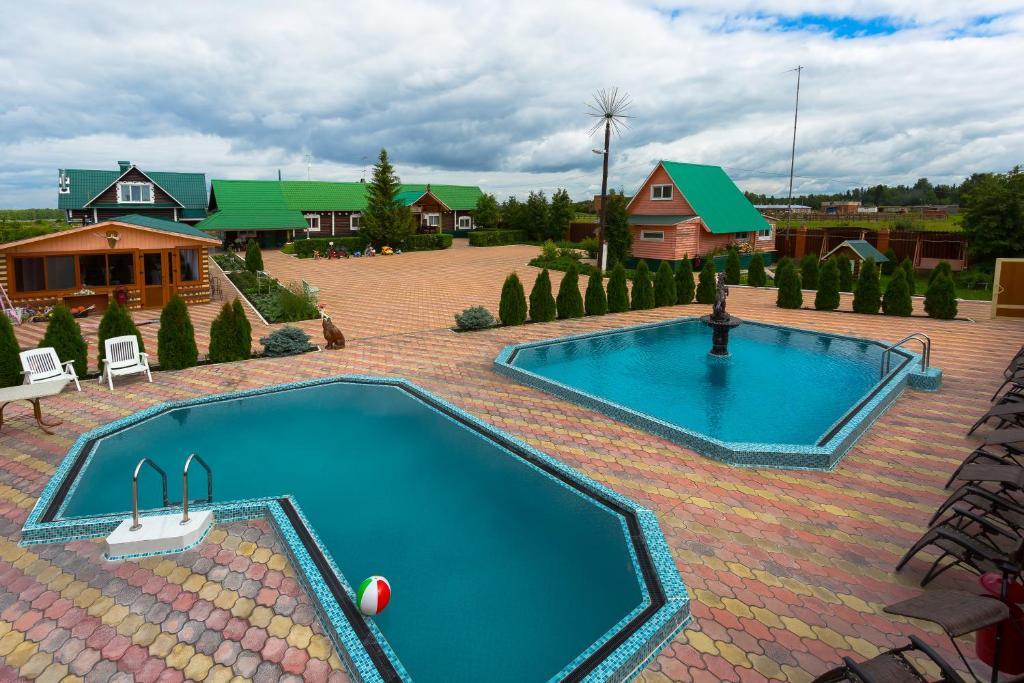 Вид на бассейн в Аллюр или окрестностях