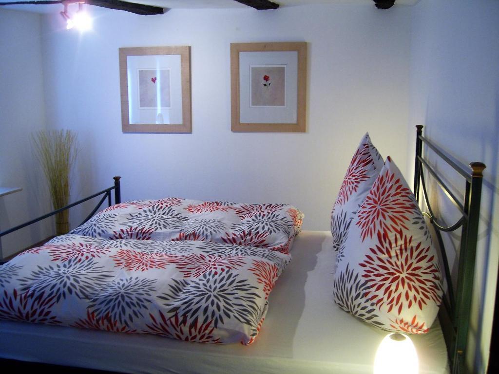 Ein Bett oder Betten in einem Zimmer der Unterkunft Ferienhaus Zum Amthof