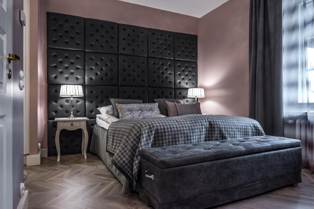 A bed or beds in a room at Boutique Hotel Yöpuu