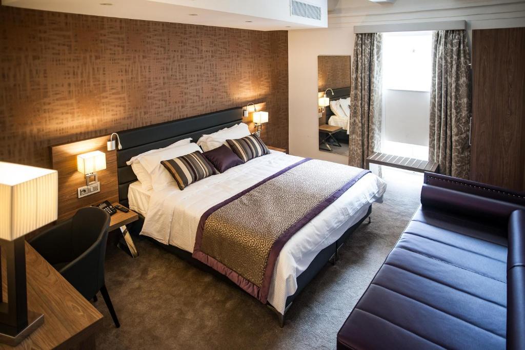 Un ou plusieurs lits dans un hébergement de l'établissement Palazzo Paolina Boutique Hotel