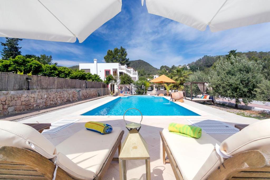 The swimming pool at or near Villa Felisa