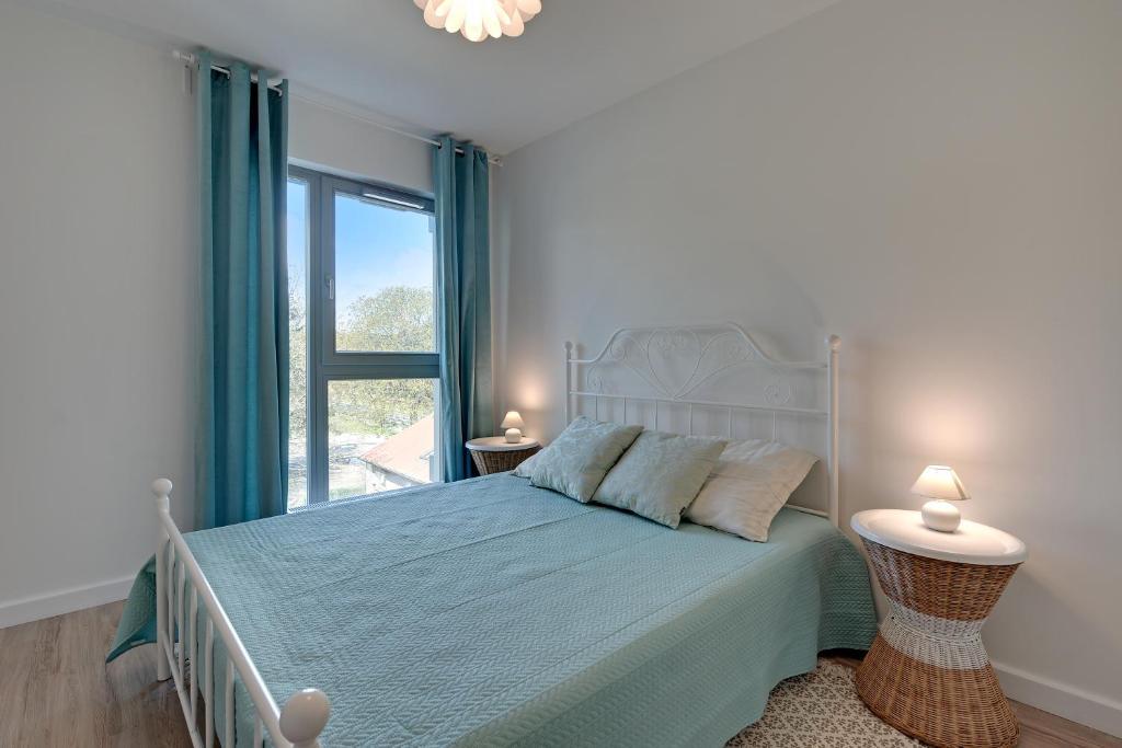 Łóżko lub łóżka w pokoju w obiekcie TriApart Deluxe Przy Plaży (Beach Apartment)