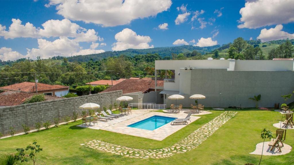 A piscina localizada em Pousada Serra Nascente do Sol ou nos arredores