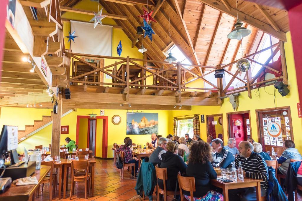 Un restaurant u otro lugar para comer en Rancho Grande