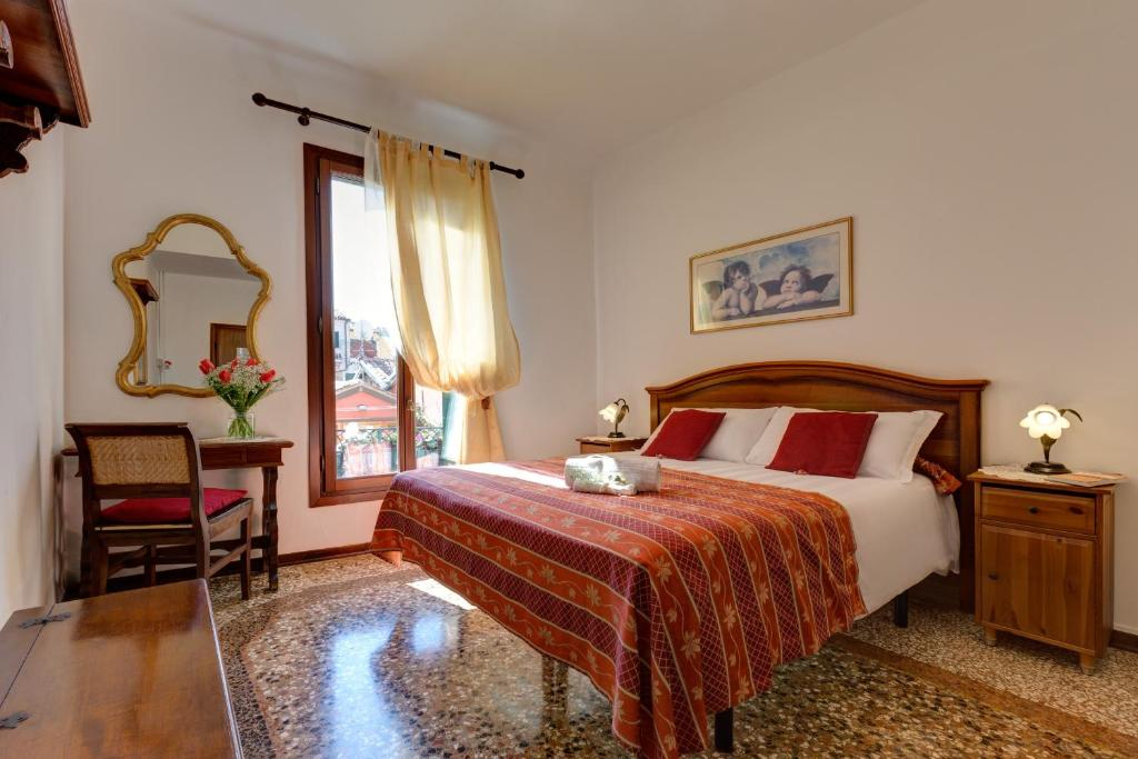 Кровать или кровати в номере Hotel San Samuele