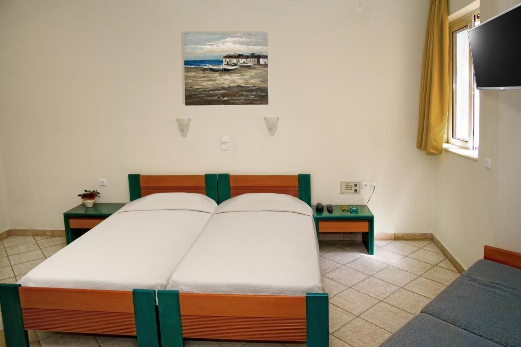 Een bed of bedden in een kamer bij Papadakis