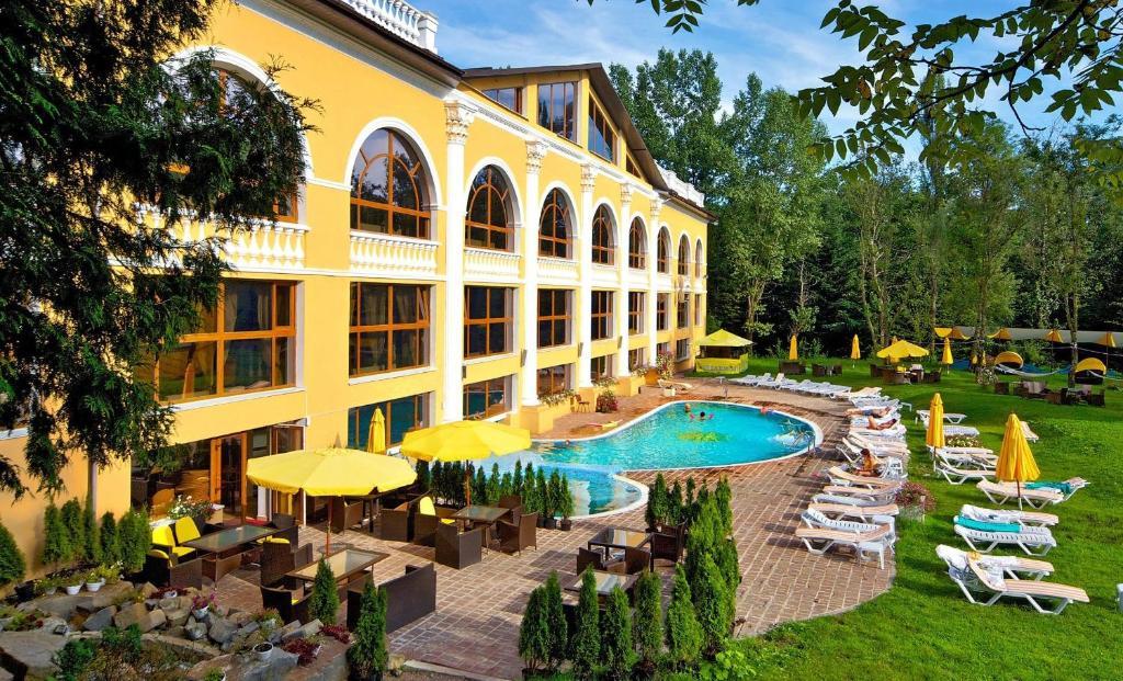 Вид на бассейн в Курортный спа-отель Royal Geneva или окрестностях