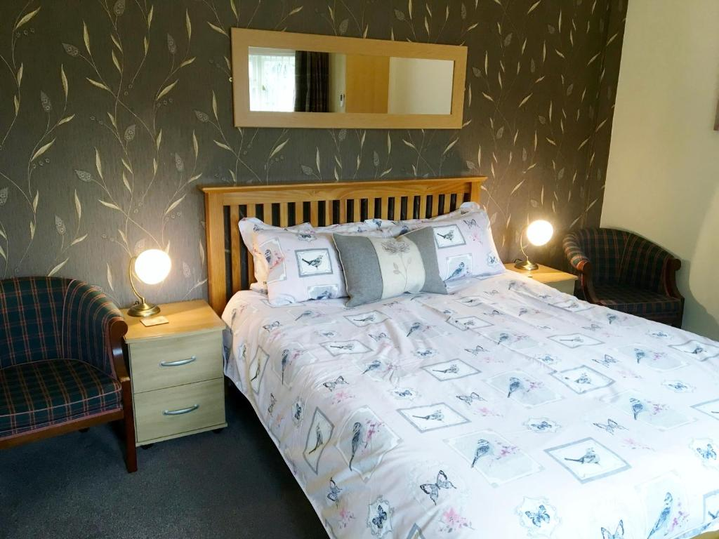 A bed or beds in a room at Ashleigh Lodge